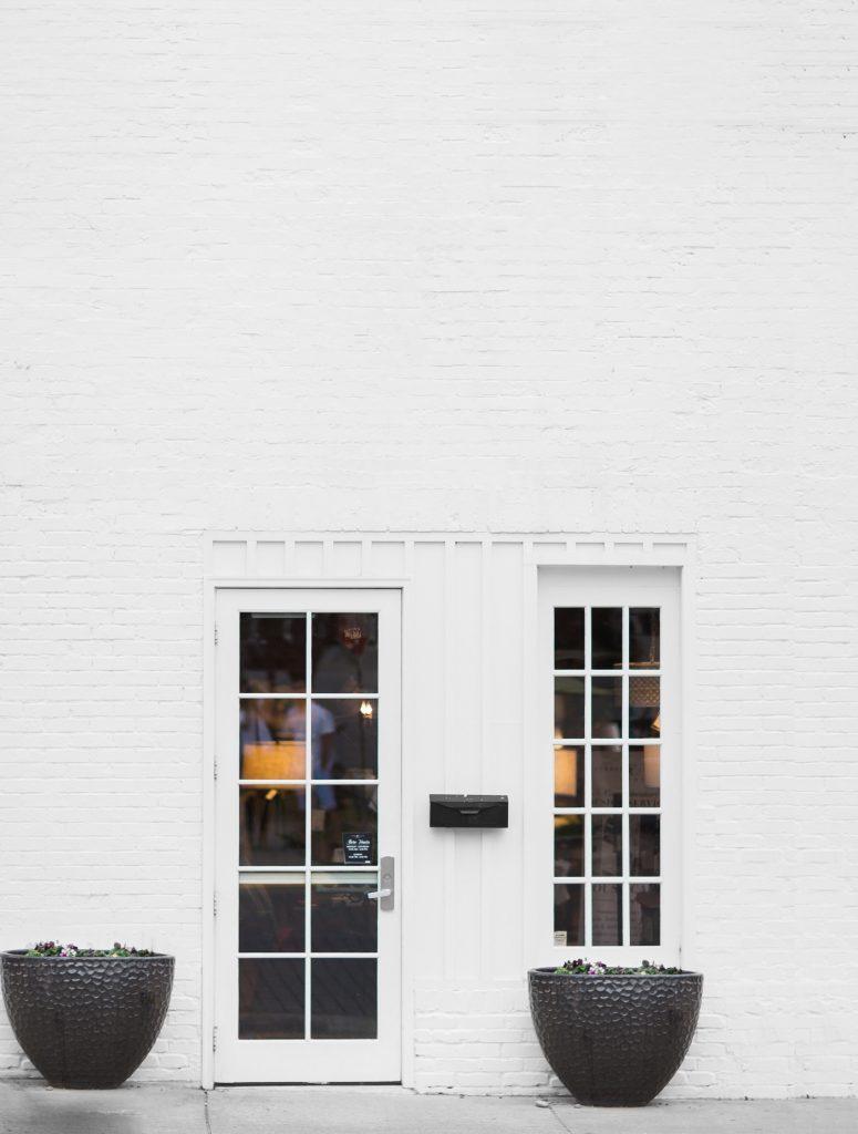 wall sign free mockup white brick loft psd